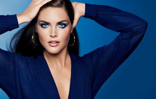 e9229dbaba0f Μακιγιάζ για ένα μπλε φόρεμα για μια μελαχρινή. Χρώμα θέματα. Για τα ...