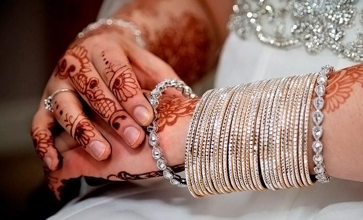 tynn og varm indisk for tegn image