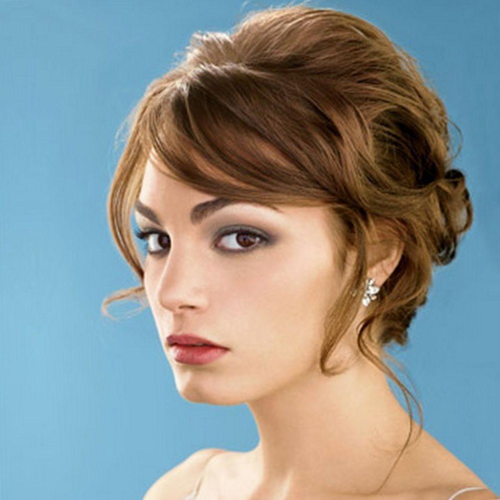 Bir düğün için orta saç için saç stili. Seçmek için ne